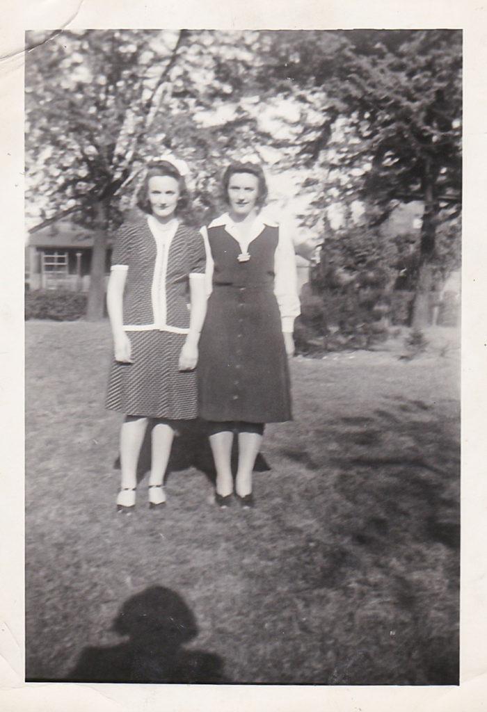 Marie and Hettie Schott, 1944